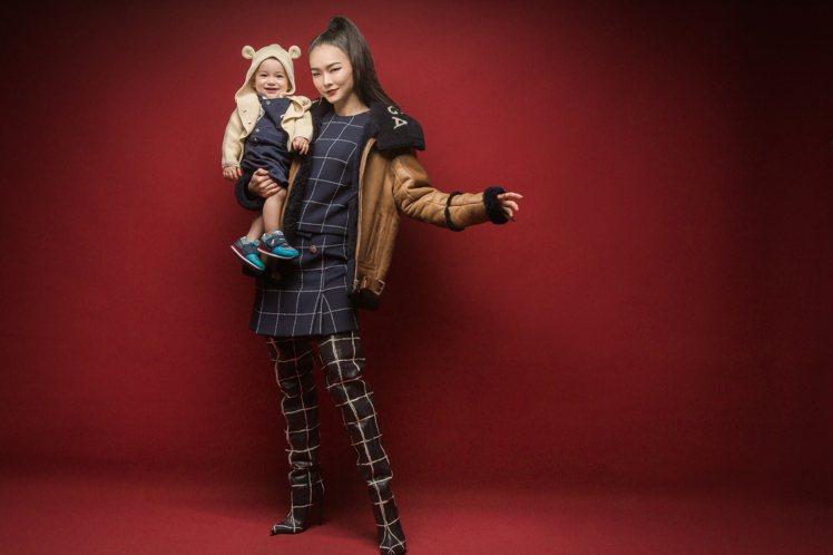 旅法超模金禧回台探親度假,帶著寶貝兒子金立安進棚拍照。圖/媽媽寶寶雜誌提供