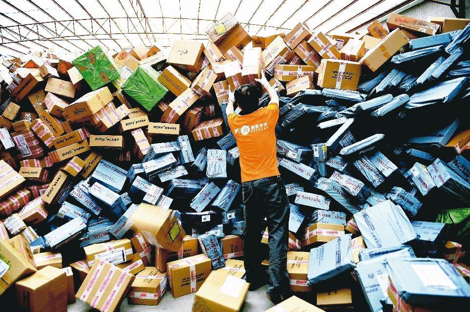 中國大陸一年一度的11光棍節,每年總能帶來數千億元的業績。報系資料照