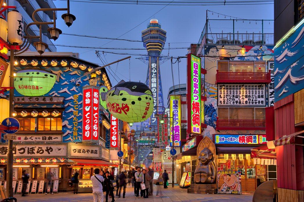 景氣低迷的關西經濟圈,是否有足夠的財力承辦萬博會?圖為大阪的代表性建築之一:通天...