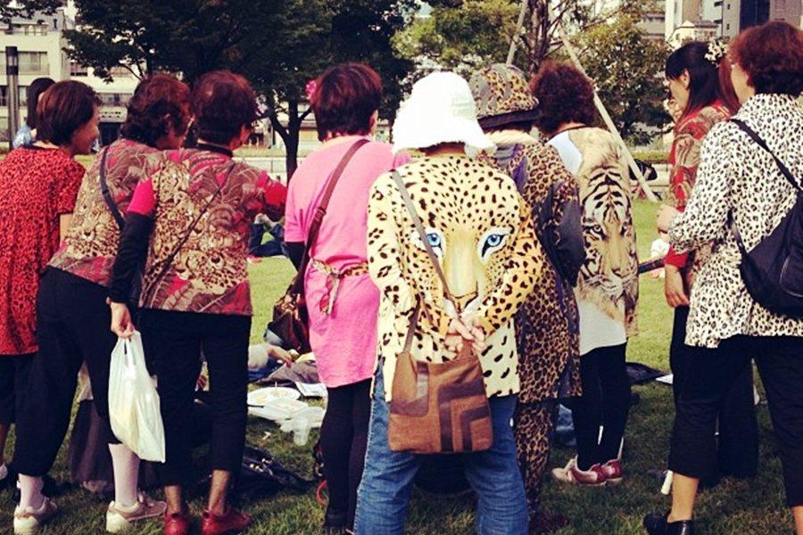 邁向健康與長壽的未來會是何種面貌?圖為大阪的生活特色之一:豹紋歐巴桑。 圖/Fl...