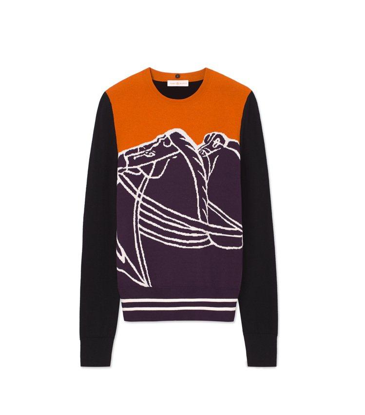 Tory Burch以暖色調打造駿馬圖紋上衣,拼接深色長袖打造多層次造型感。20...