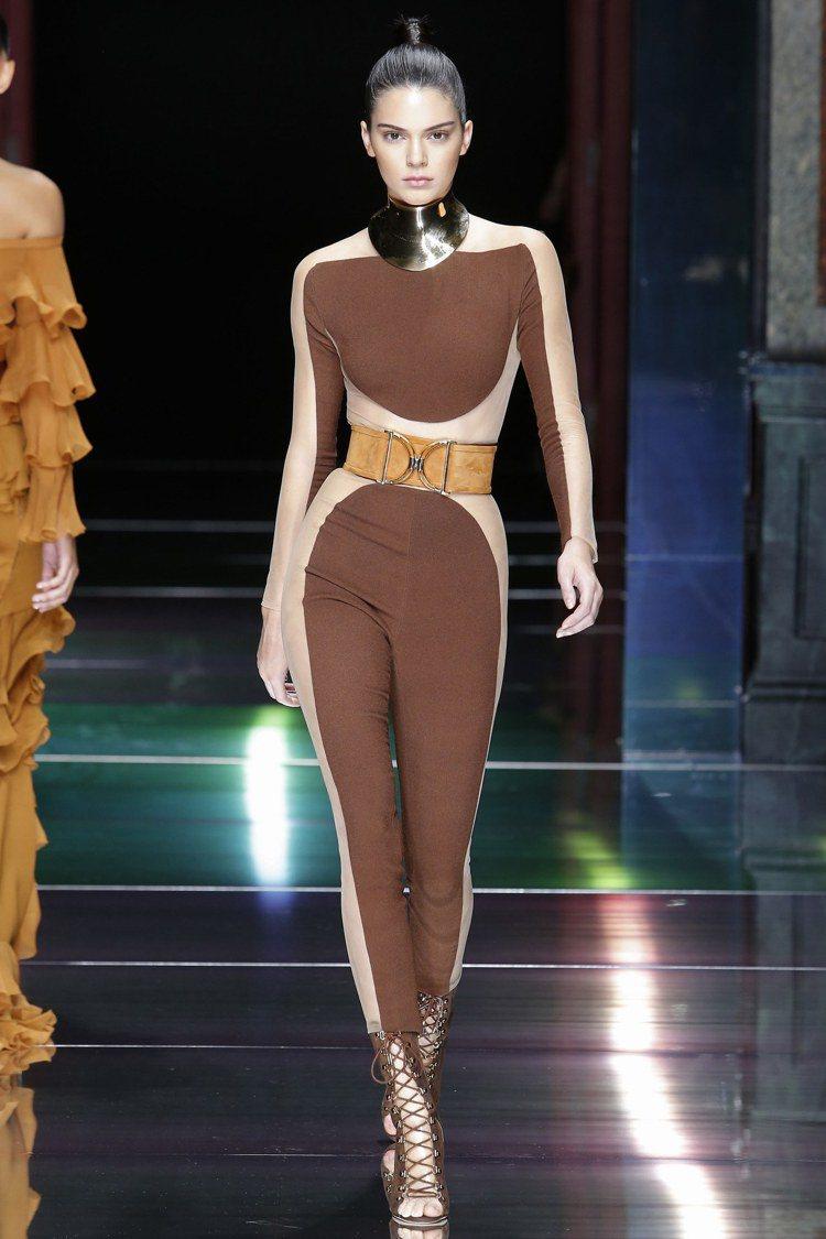 珍妮佛羅培茲的Balmain 2016禮服秀上款相當復古迷人。圖/取自Pinte...