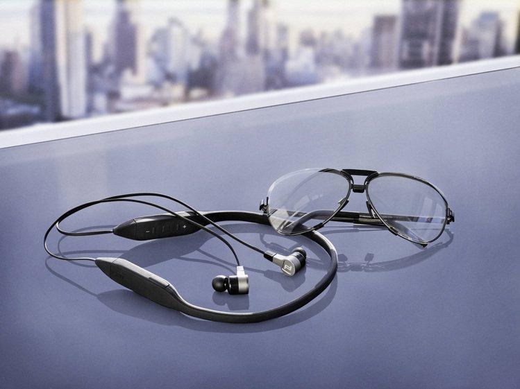 MOTION ONE無線藍牙入耳式耳機搭配IPX5防水認證黑色矽製頸環,樞軸式設...