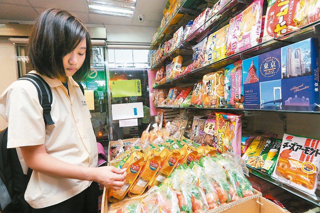 去年5月起,日本進口食品必須檢附產地證明文件及輻射檢測等雙證明文件,才能辦理輸入...