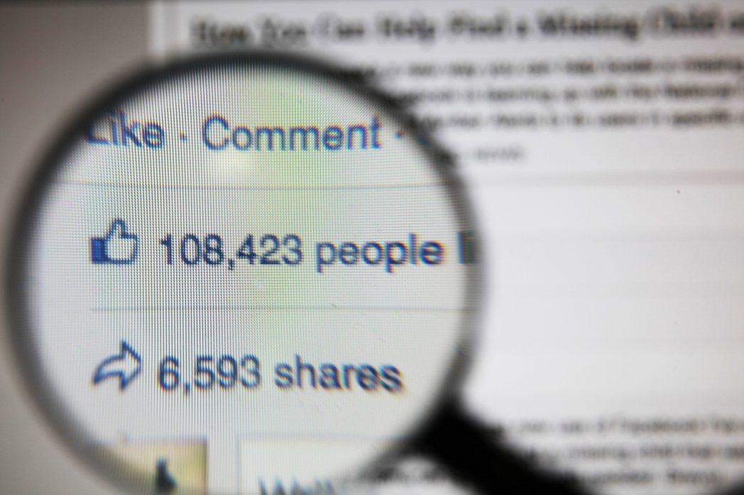 Facebook的演算法系統正切合了人類心理,自動篩選出相同類別的內容給這群特定...