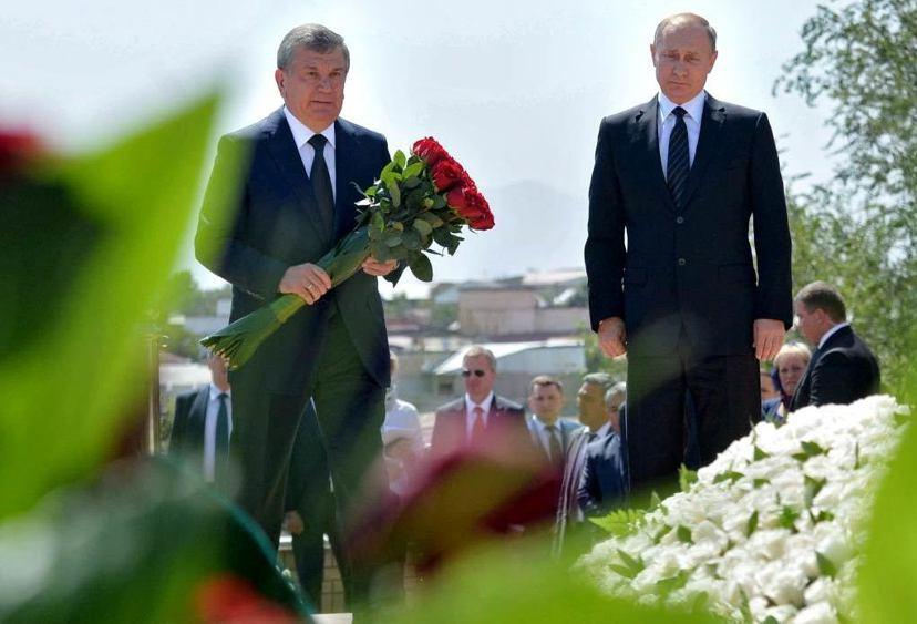 卡里莫夫去世後,總理米爾濟約耶夫(左)代理總統職務,但後者並不具備卡里莫夫的強勢...