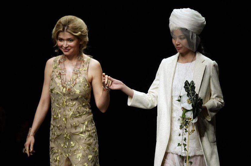 卡里莫夫本有意讓女兒古納拉(左)接班,但古納拉志不在政治,對時尚設計更有興趣。...
