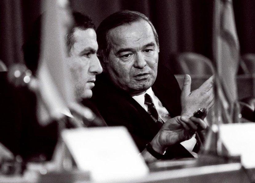 緊張的外交關係跟宗教極端份子滋事,都讓少了強人總統的烏茲別克(右),沒有太多時間...