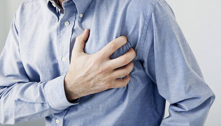 左臂、下巴、頭痛 可能是心肌梗塞 圖片/shutterstock