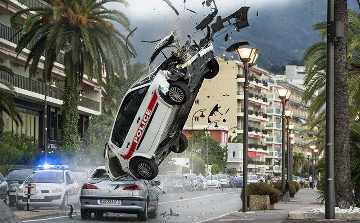 如好萊塢電影般的飛車追逐情節除對警員本身造成危險以外,也易波及其他用路人。 圖/...