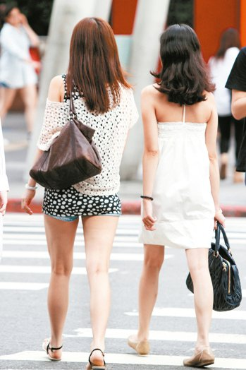 國內最新研究指出,腰圍與大腿圍的「腰腿比」若大於1.8,包括腰圍就算正常、但腿太...