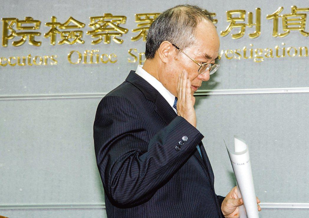 前檢察總長黃世銘因違反《通訊保障及監察法》及洩密罪遭判刑,辭職下台。報系資料照