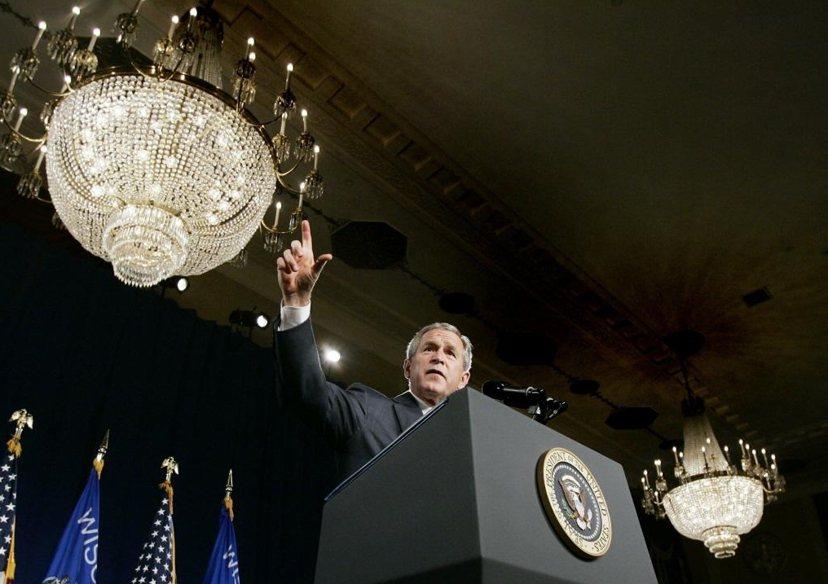 總統權力的膨脹,在小布希執政時期,透過《海外出兵授權法》、《美國愛國者法案》等權...