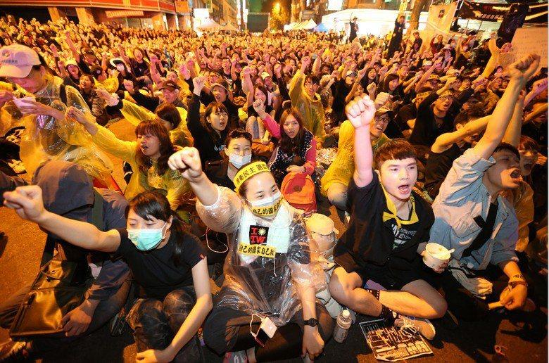 學運青年的動力來源,究竟是「魯蛇的憤怒」,還是「搵拿的憤怒」,這將決定台灣未來的格局。 圖/聯合報系資料照片