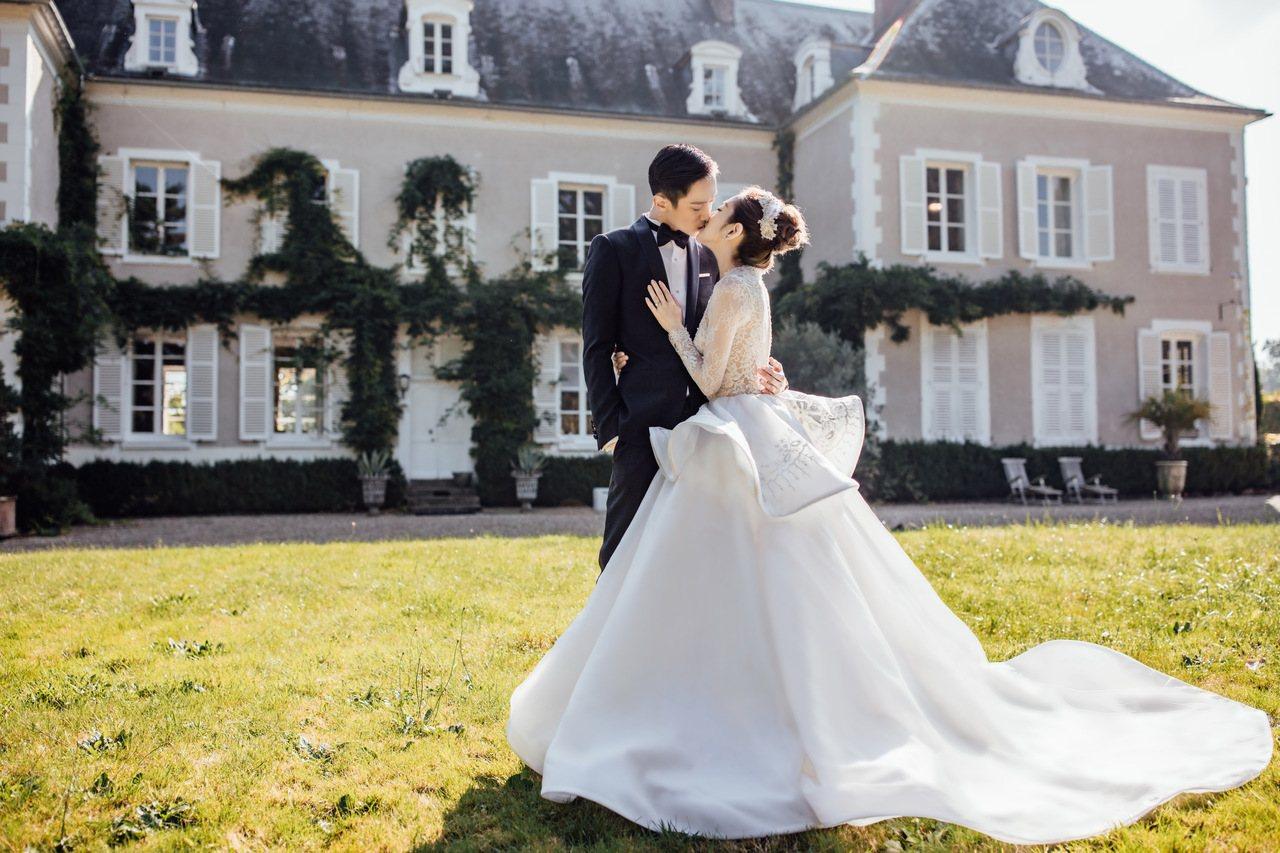 楊千霈和老公遠赴法國巴黎拍婚紗照。圖/福隆經紀提供