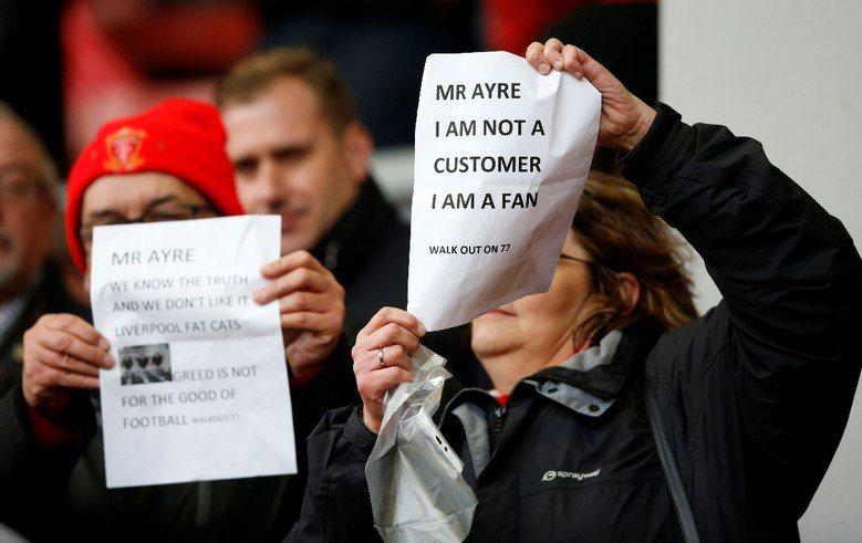 在全世界一片反高票價、以及「支持者不是消費者」的浪潮下,台灣的足球迷卻寧願捨棄免...