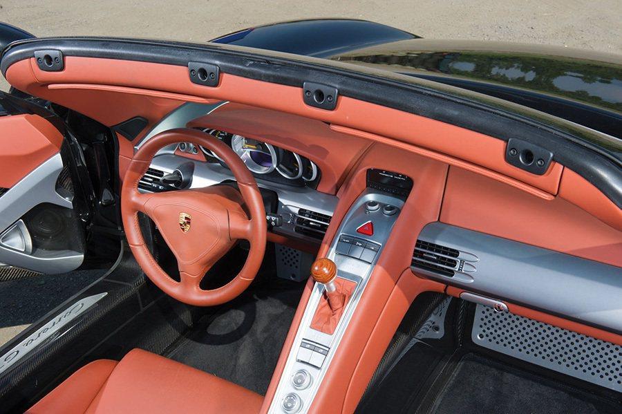 Carrera GT內裝 摘自carscoops.com