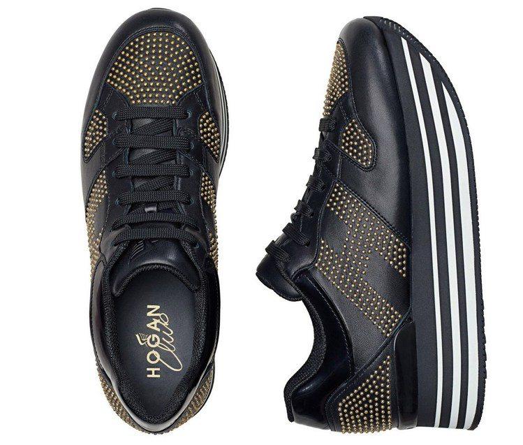 H222黑色皮革飾金屬鉚釘繫帶休閒鞋,售價32,200元。圖/HOGAN提供