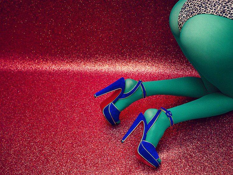 Christian Louboutin秋冬鞋履形象廣告超炫目浮誇,令人過目不忘。...