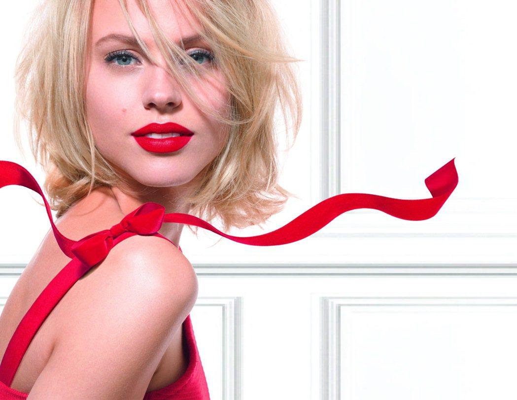 BOURJOIS妙巴黎戀法魔幻經典唇彩12月新色大秀紅唇魅力。圖/妙巴黎提供