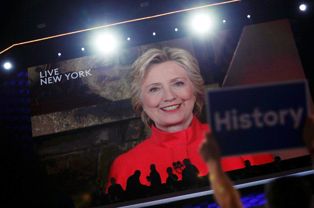 2016年7月26日,費城的民主黨全代會現場,全場正雷動地歡迎美國建國240年以...