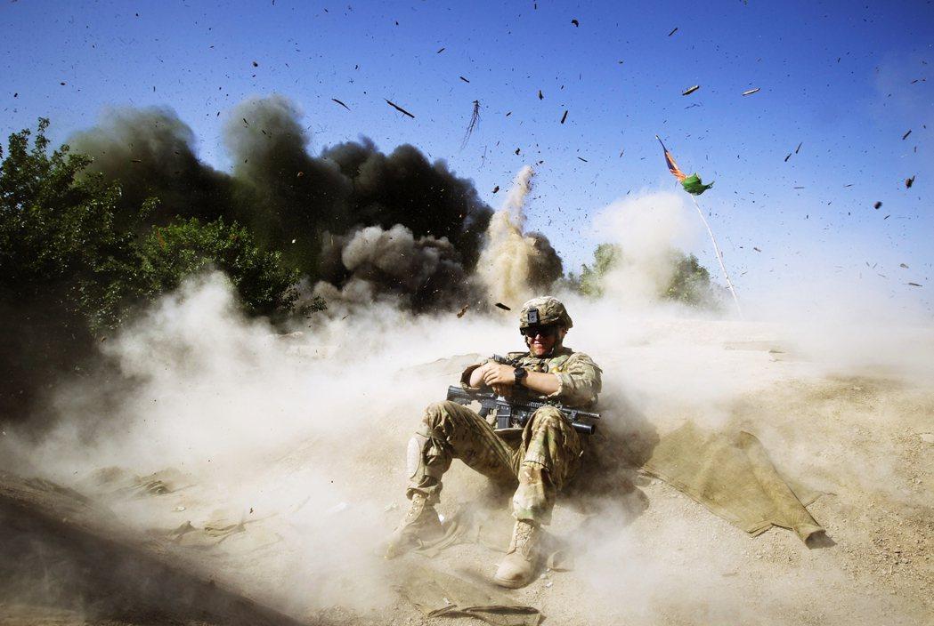 截至2014年美國撤軍之前,共有2,162名美國大兵死在阿富汗;其中有1,593...