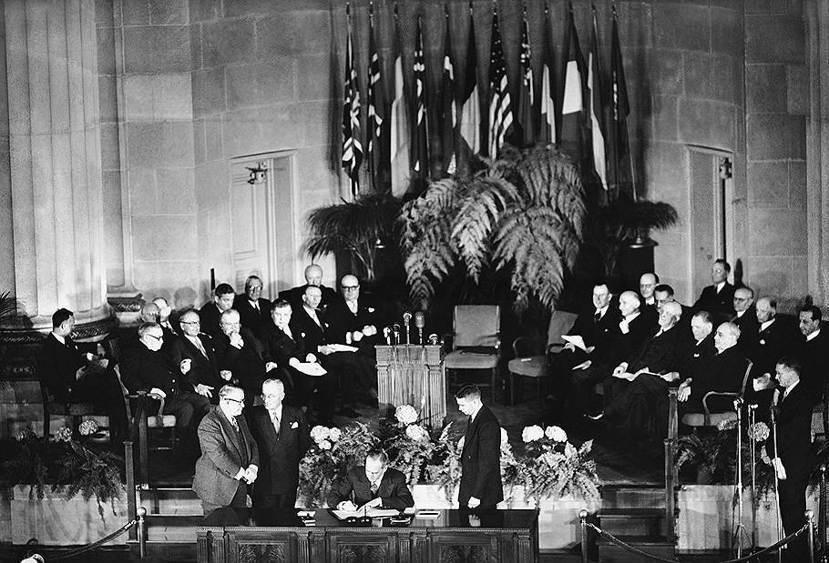 二戰後杜魯門主義當道,1949年美國時任國務卿艾奇遜(Dean Acheson)...