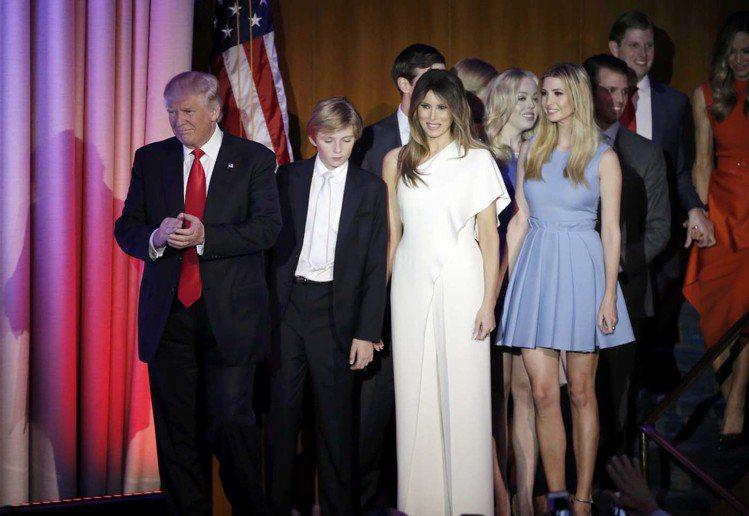 川普勝選之夜,未來第一夫人梅蘭妮亞穿Ralph Lauren連身褲裝,第一千金伊...