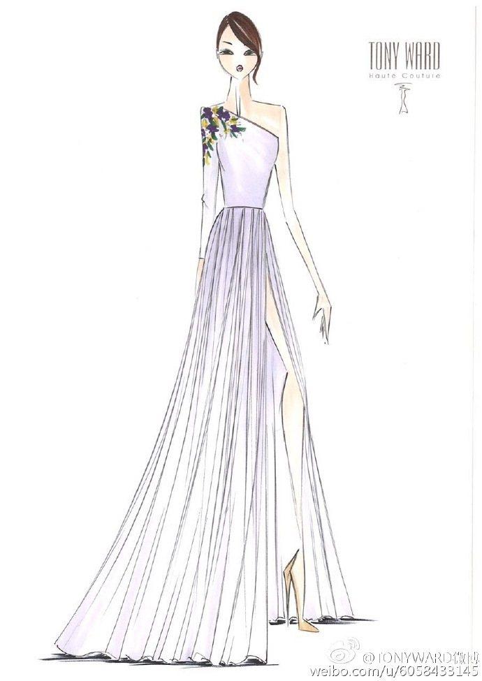 領口繡花與裙襬開衩設計有亮點。圖/摘自TONYWARD微博