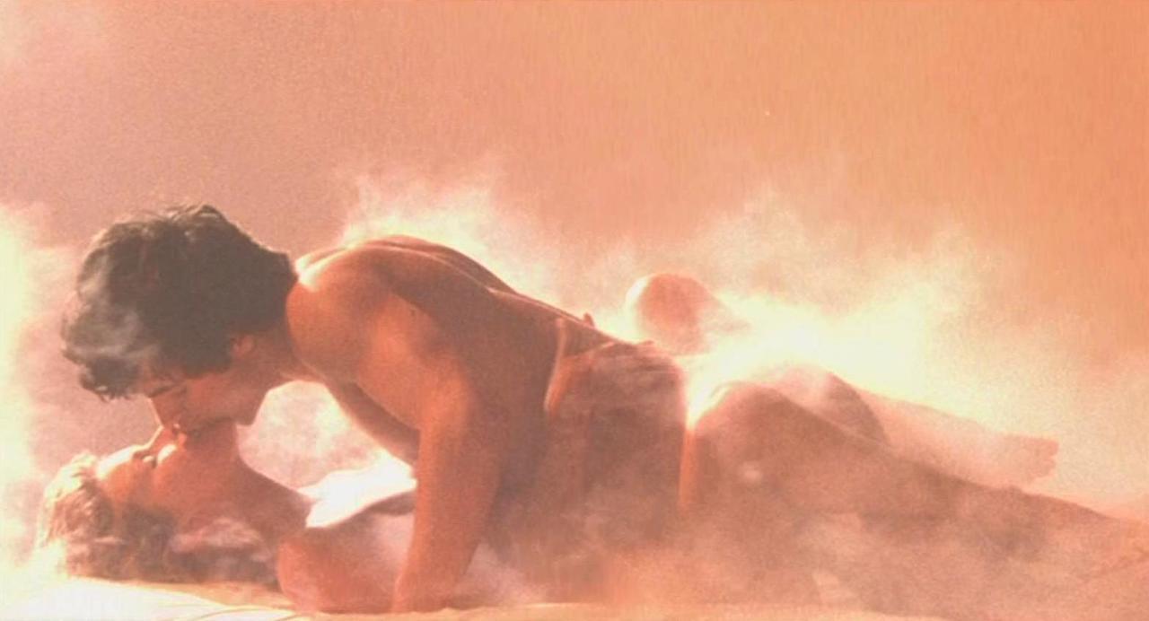 「波麗露」結尾高潮床戲曾被懷疑是「來真的」。圖/摘自venusinmotion