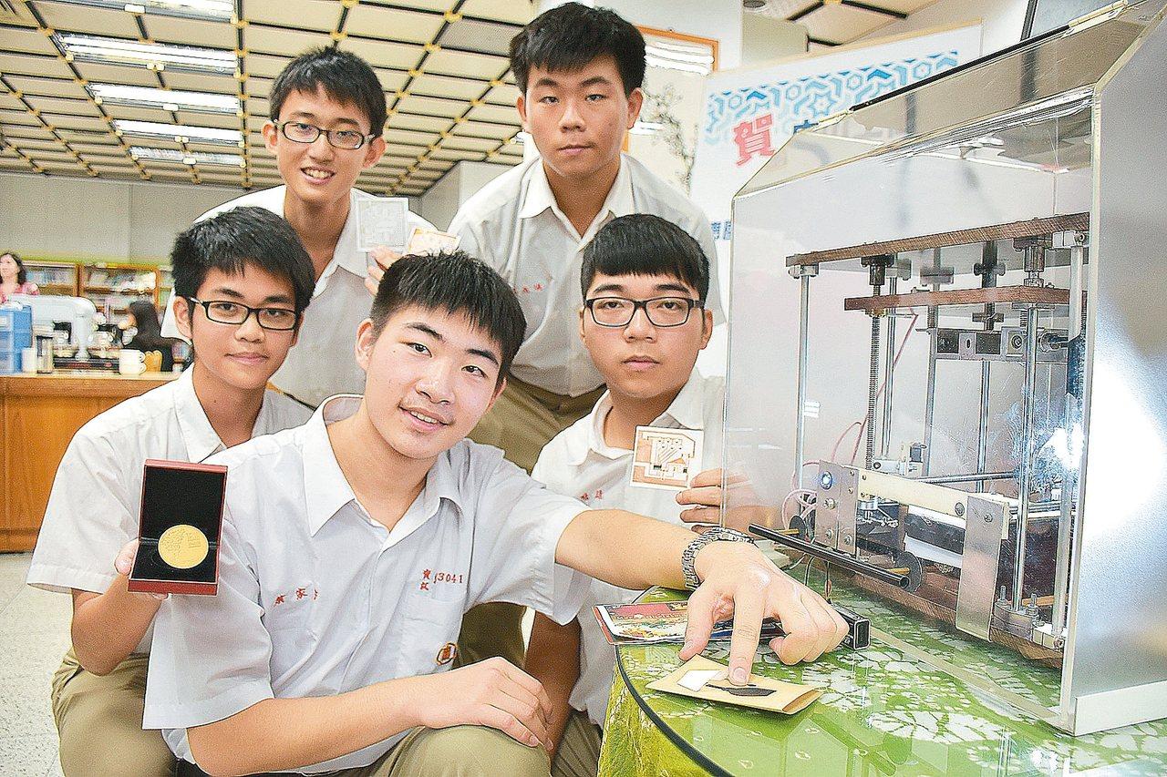 電路板印在紙上!中山工商生 奪世界發明展雙金
