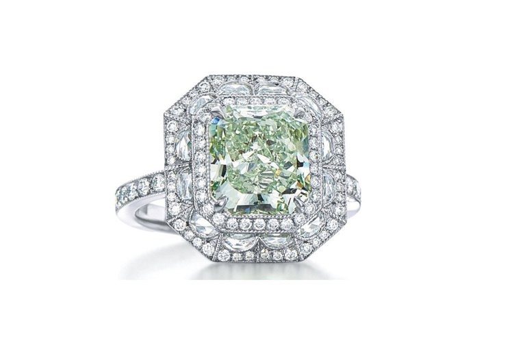 2016 Masterpieces濃彩綠鑽戒指。圖/Tiffany提供