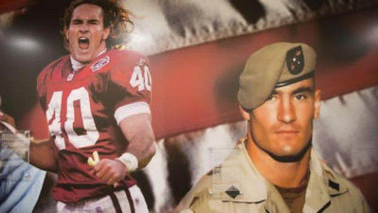 亞利桑納紅雀隊明星防守球員Pat Tillman放棄百萬年薪,毅然從軍,最終客死阿富汗,被形塑成美國人愛國的典範。 圖/取自rosemount