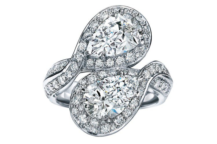 2016 Masterpieces鉑金鑲嵌3.05克拉梨形切割鑽石戒指。圖/Ti...