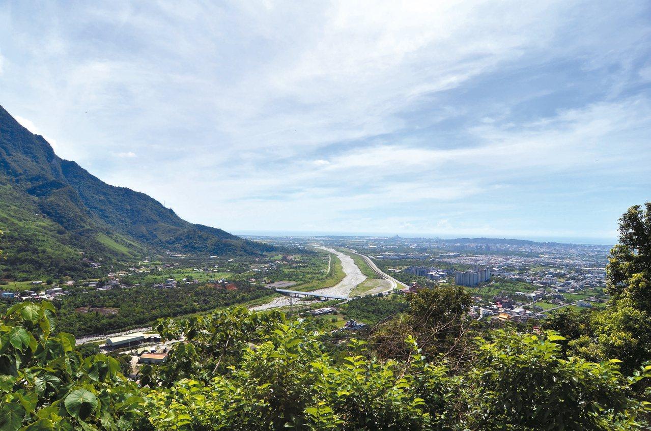 向陽步道雖陡峭,但每過一個彎視野就更遼闊。 圖/吉安鄉公所提供