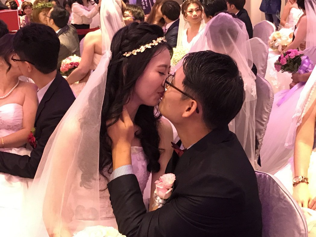 中鋼集團今天舉辦集團結婚,有43對新人參加。圖/中龍鋼鐵提供