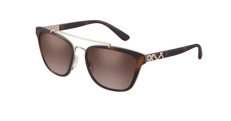 Burberry方型飛行員太陽眼鏡,9,400元。圖/Luxottica提供