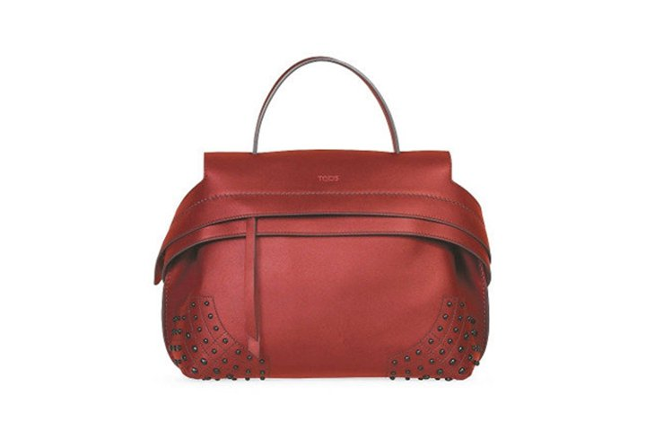 TOD'S豆豆裝飾Wave Bag,售價72,800元。 圖/TOD'S提供