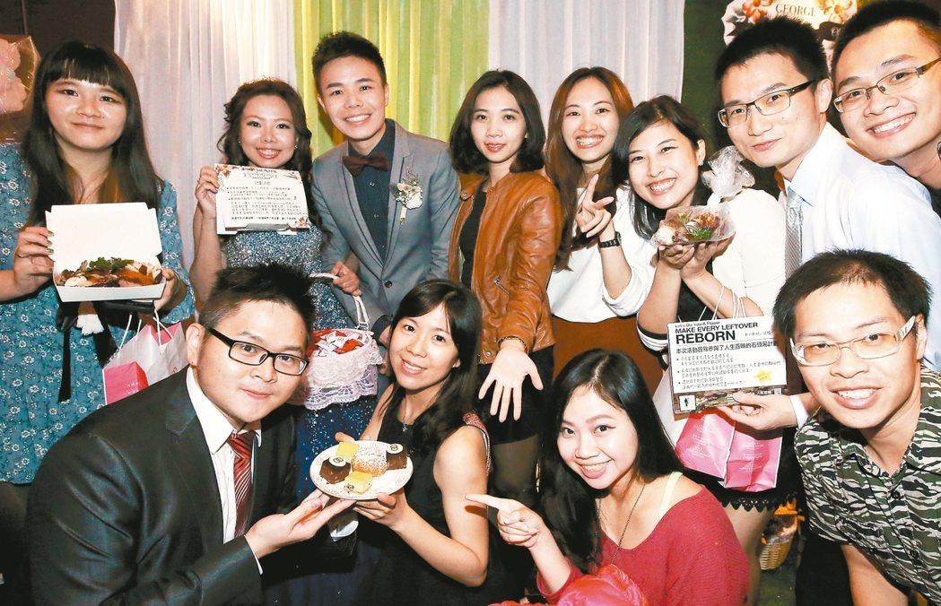婚宴中整齊、可食的餐點,可打包分享給需要的人。 記者屠惠剛/攝影