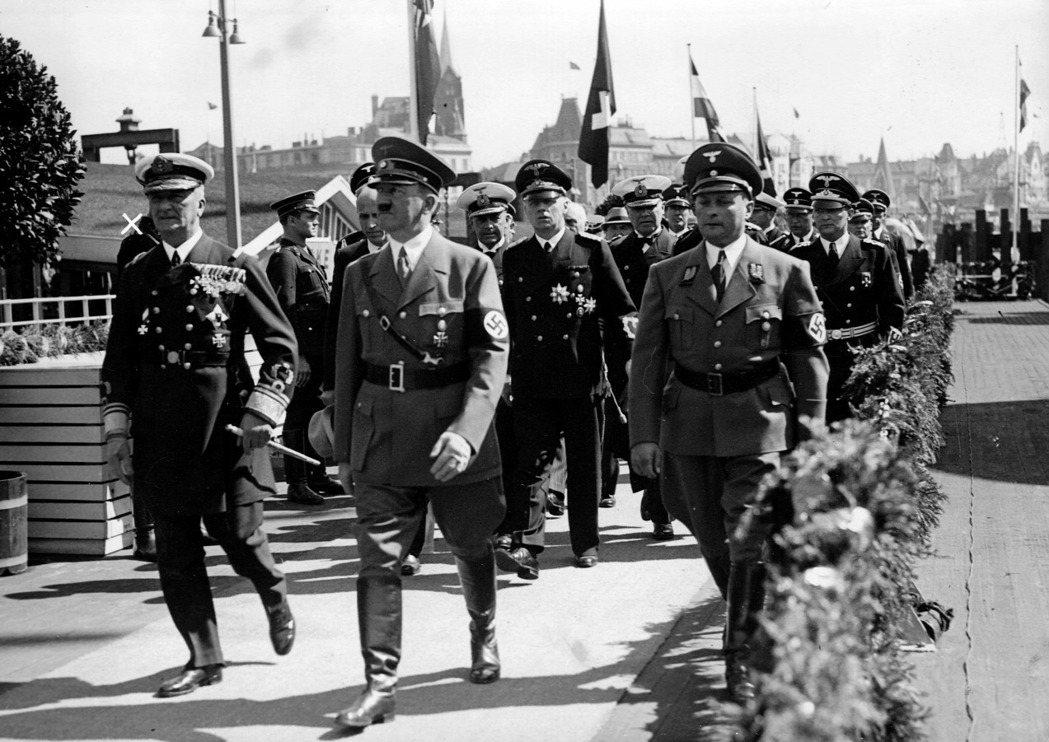 於是,為了追回失去的榮光,霍爾蒂決意與希特勒交易,帶領匈牙利成為了納粹的同路人。...