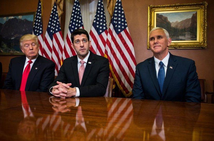 從初選到大選,川普與共和黨不少大老關係分裂,如眾議院議長萊恩(中),副總統彭斯(...