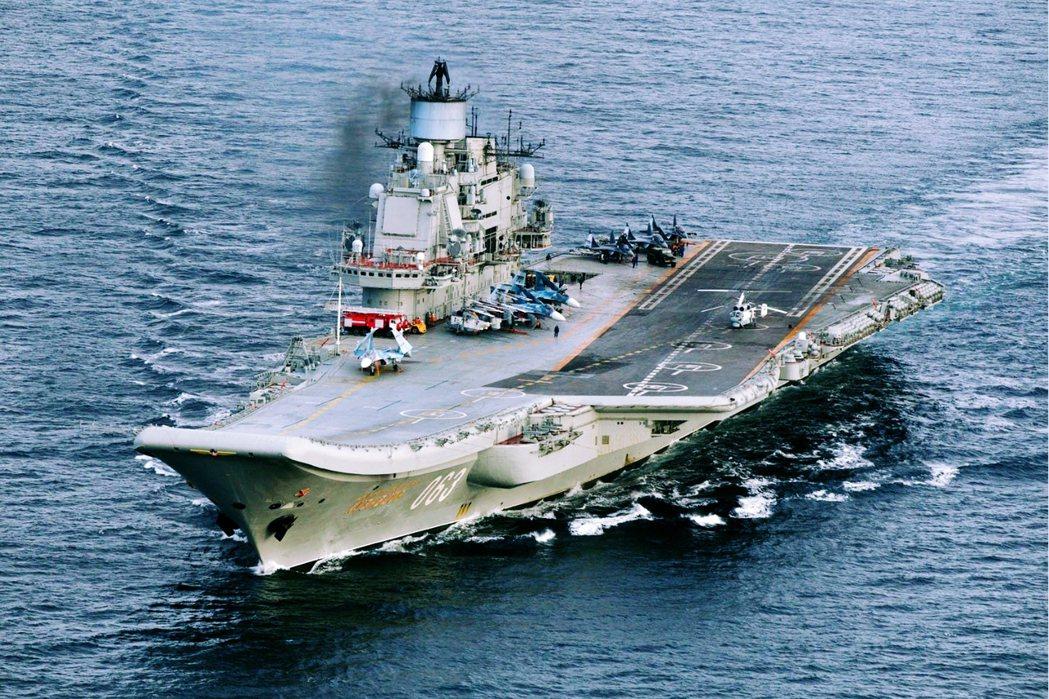 轟炸敘利亞,是俄羅斯海軍唯一一艘航空母艦——庫茲涅佐夫元帥號(圖)——下水31年...