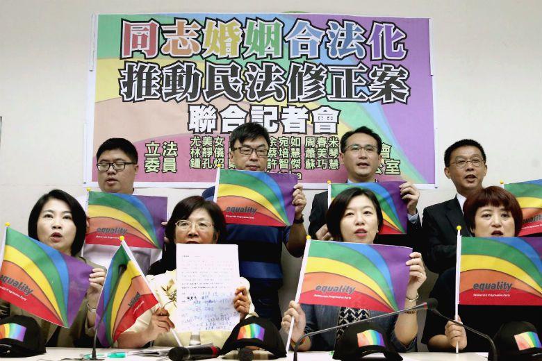 與婚姻平權有關的民法修正草案,於11月8日通過一讀,台灣婚姻平權跨出一大步。 攝影/屠惠剛