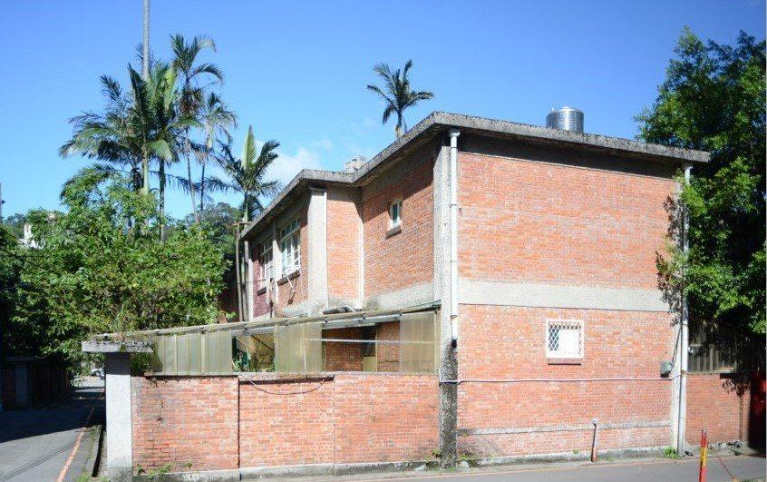化南建築樣式圖,圖中可明顯看出兩層樓磚造型式及水平提高的設計。圖/梁銘剛提供
