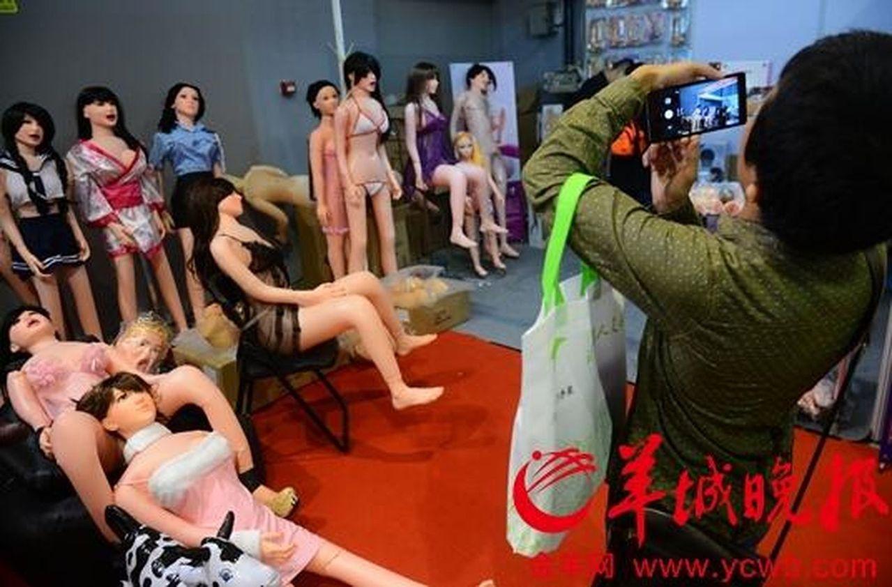 報告稱雙十一情趣用品第一熱搜詞是「充氣娃娃」。(取材自羊城晚報) 趙蕙蘭