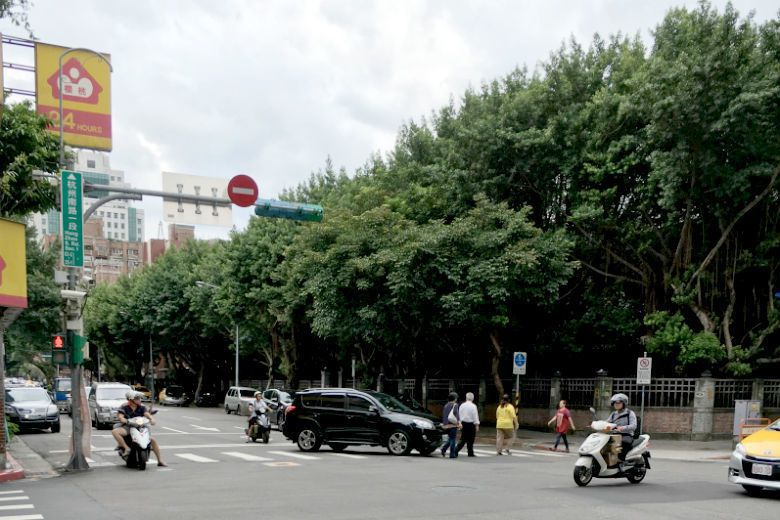 如果你步行穿越馬路需要戒慎恐懼,你會知道城市並不屬於你,也並非為你而設計的。 圖/作者提供
