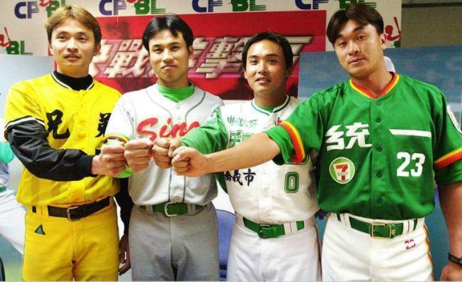 2000年的中華職棒聯盟四隊:統一獅、興農牛、和信鯨、兄弟象/聯合報系資料照。