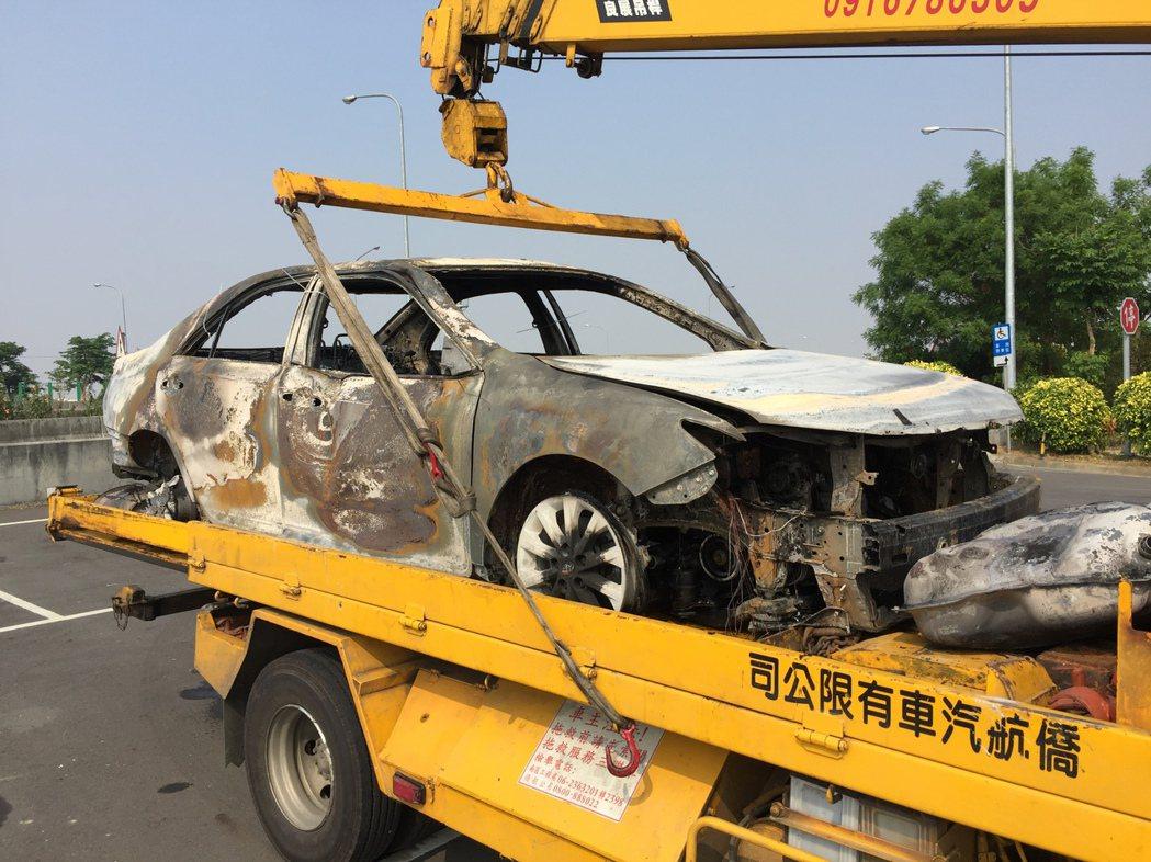 國道火燒車 百萬名車10分鐘燒光光