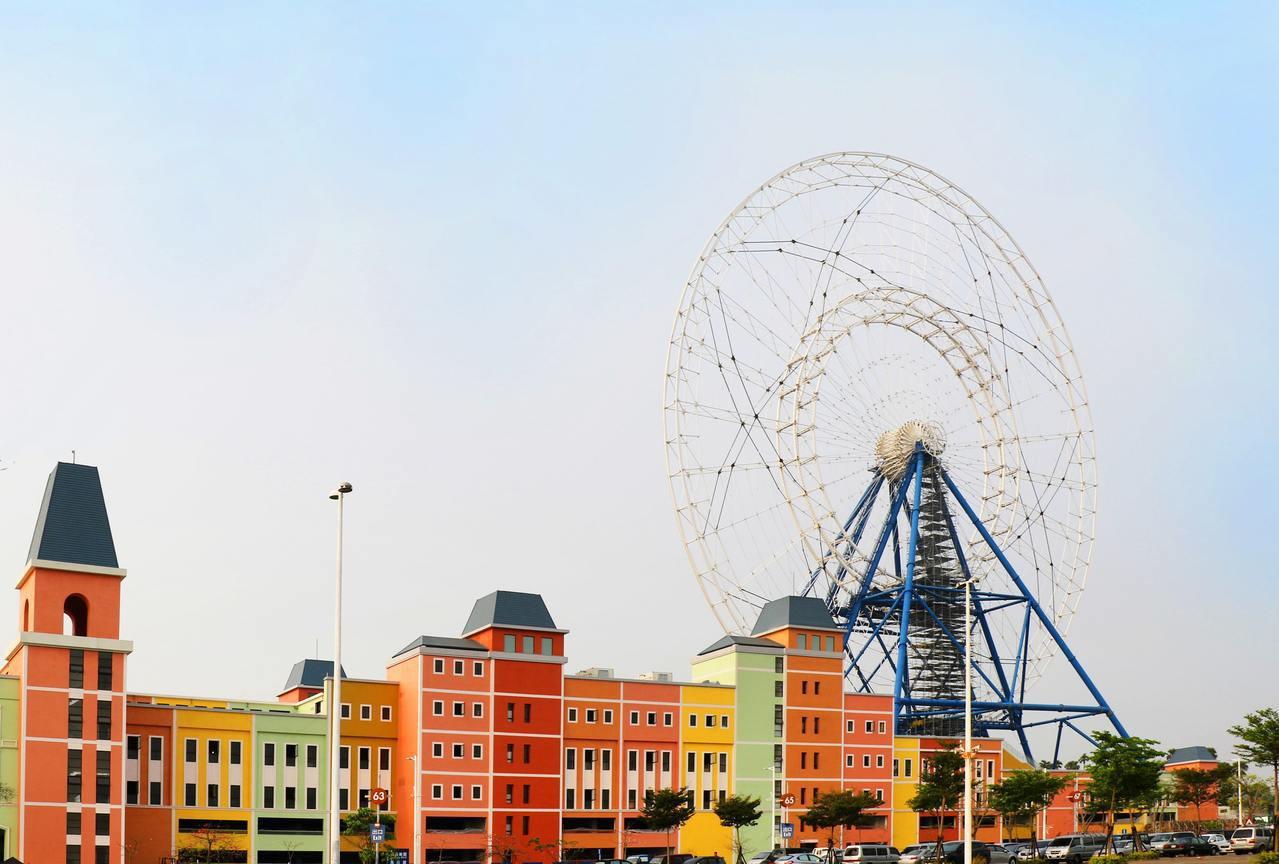 全台最大摩天輪高空煙火秀就在麗寶樂園渡假區 。圖/麗寶樂園提供