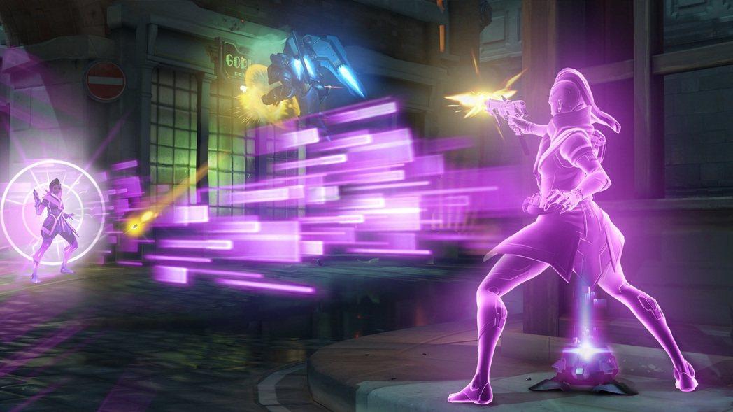駭影擅長使用光學迷彩技能隱身潛入敵陣,再藉由相位轉換器安全的脫離險境。 圖/暴雪...